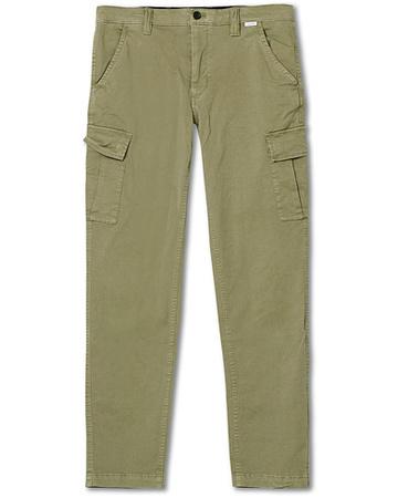 CK Calvin Klein Cargohosen von Calvin Klein. Grösse: W29L32. Farbe: Grün. Calvin Klein Slim Fit Garment Dyed Cargo Pants Delta Green Herren braun